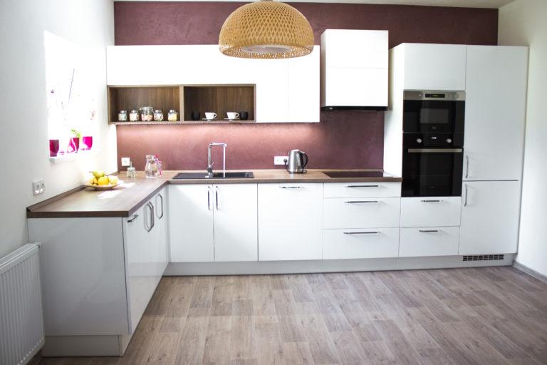 Interiérový design kuchyňské stavy pro mladý manželský pár.